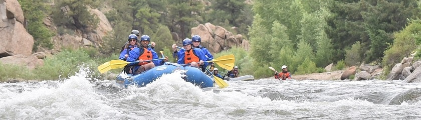 large high-resolution white-water rafting photo, click to zoom in